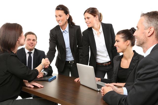 colleghi ad un tavolo - realizzazione siti web